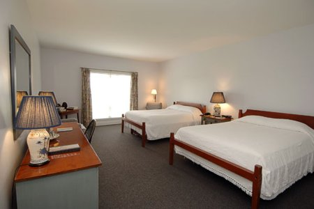 Murphin Ridge Inn, large double room