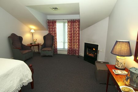 Murphin Ridge Inn, room to snuggle by the fire